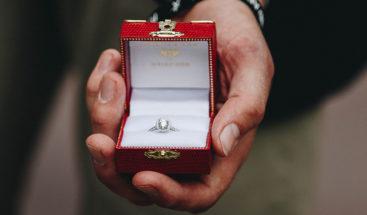 VIDEO Le pide matrimonio antes de un 'Clásico'  pero no consigue el 'sí'