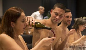 Con una mano delante y otra detrás: El primer restaurante nudista de París cierra 15 meses después