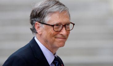 FOTO: Captan a Bill Gates haciendo cola por una hamburguesa