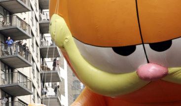 VIDEO Acude a clase disfrazado de Garfield y la profesora le aprueba