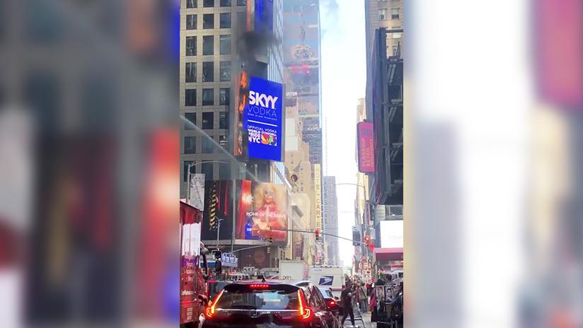 Nueva York: Arde un cartel digital en Times Square (VIDEOS)